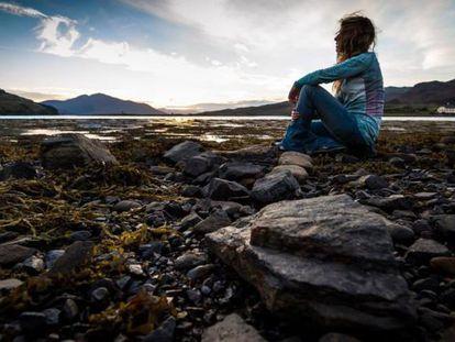Sozinha, com os pensamentos, no castelo de Eilean Doam, Escócia. Outubro de 2013.