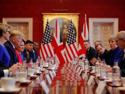 Presidente dos EUA diz que rejeitou um encontro com Corbyn porque é uma  força negativa