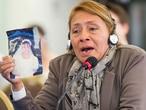 Petita Albarracín, mãe de Paola Guzmán, vítima de violação sexual em um colégio no Equador.