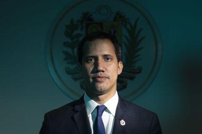 Juan Guaidó posa para uma foto durante uma sessão em setembro de 2019 em seu gabinete na assembleia.