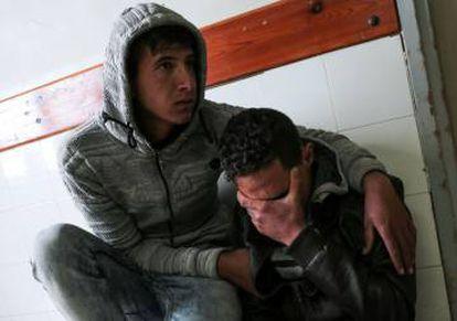 Parentes de Omar Samur, morador da faixa de Gaza morto a tiros disparados por um tanque israelense em 30 de março de 2018