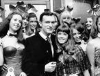 Hugh Hefner, rodeado de las llamadas conejitas Playboy, en septiembre de 1969.