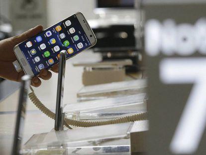 Samsung suspende vendas do Galaxy Note 7 por sobrecarga da bateria