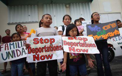 Manifestação em Miami contra as deportações de imigrantes sem documentos.