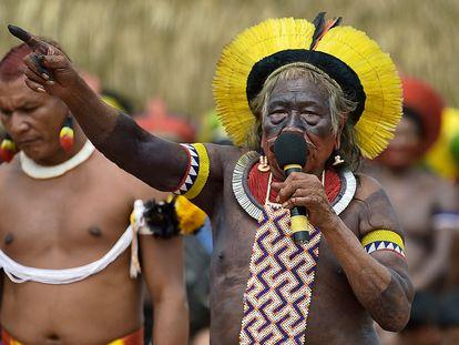O cacique Raoni, durante encontro com lideranças indígenas que promoveu em janeiro.