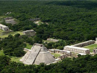 Vista aérea do sítio arqueológico de Uxmal, em Yucatán, no México.