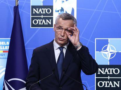 Jens Stoltenberg, secretário-geral da OTAN, dá uma coletiva de imprensa nesta segunda-feira.