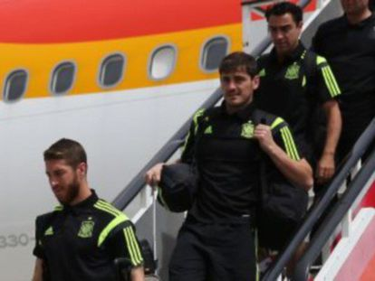 Os jogadores da seleção chegam ao aeroporto.