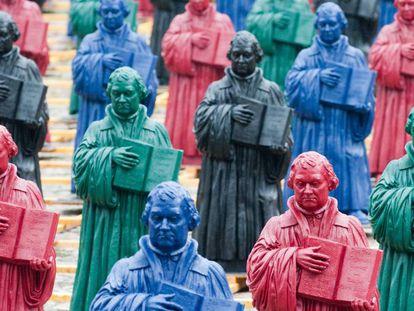 Instalação do artista alemão Ottmar Hörl feita com 800 imagens de Martinho Lutero e exposta na cidade alemã de Wittenberg em agosto de 2010.