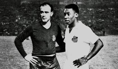 Di Stéfano e Pelé posam para foto no estádio Santiago Bernabéu.
