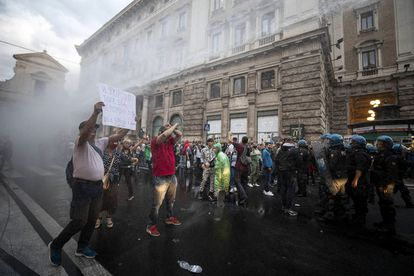 Police try to disperse violent protesters outside the Italian government headquarters.