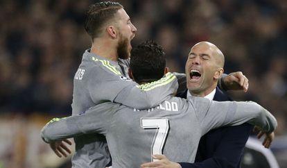 Cristiano foi comemorar com Zidane.