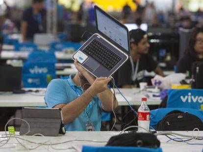 Um participante na Campus Party de São Paulo.