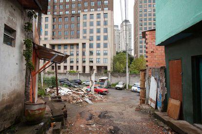 Vista do Parque Cidade Jardim a partir da favela.
