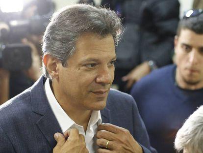 Haddad (PT) em coletiva de imprensa em Curitiba nesta segunda-feira, 8