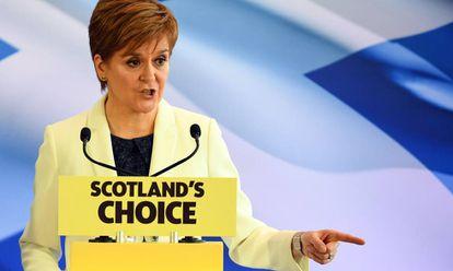 A chefa do Executivo escocês, Nicola Sturgeon, em Edimburgo, nesta sexta-feira.