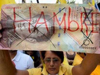 Opositores venezuelanos se queixam do desabastecimento em uma marcha em Caracas