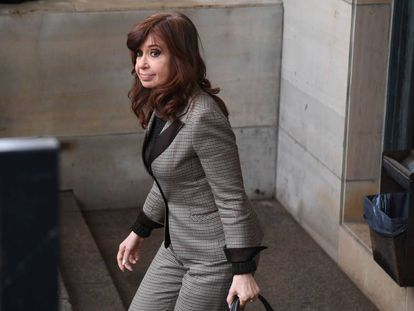 Cristina Fernández de Kirchner, na saída dos tribunais de Buenos Aires em 13 de agosto.
