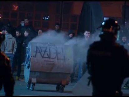 Imagens dos protestos antigubernamentales na cidade bosnia de Tuzla.