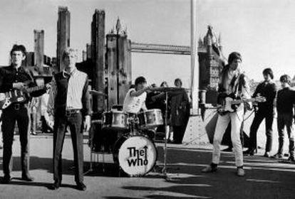 O grupo britânico The Who, com John Entwhistle, Roger Daltry, Keith Moon e Pete Towhshend, em show diante da Torre de Londres, em 1965.
