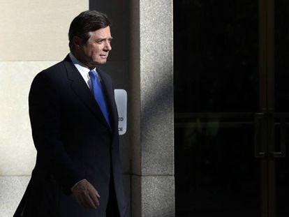 Paul Manafort na saída do Tribunal em Washington.