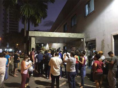 Fundamentalistas religiosos se reuniram para protestar em frente ao hospital onde menina de 10 anos era atendida, no Recife.