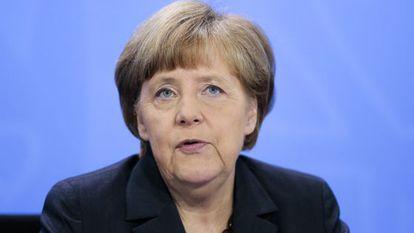 A chanceler Angela Merkel se reúne com governadores.