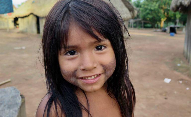 Área das casas na aldeia Nãsepotiti está sempre tomada de crianças de todas as idades.