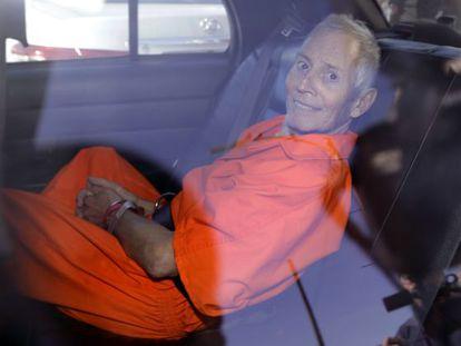Robert Durst é levado à prisão de Orleans Parish em 1º de outubro de 2019.