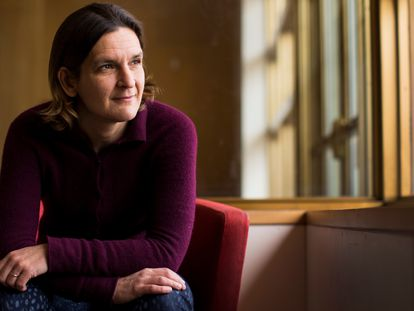 A ganhadora do Prêmio Nobel de Economia Esther Duflo posa no MIT em 12 de março.