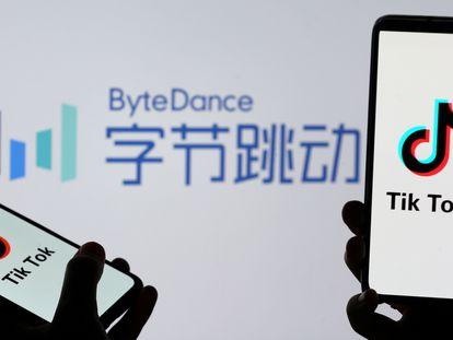 O logo da rede social Tik Tok em aparelhos celulares