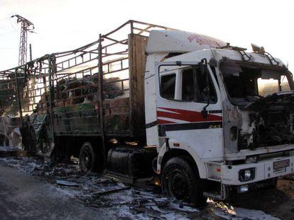 Comboio de ajuda humanitária destruído na segunda-feira em Aleppo.