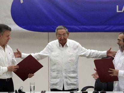 Assinatura do alto o fogo em Cuba, em junho.