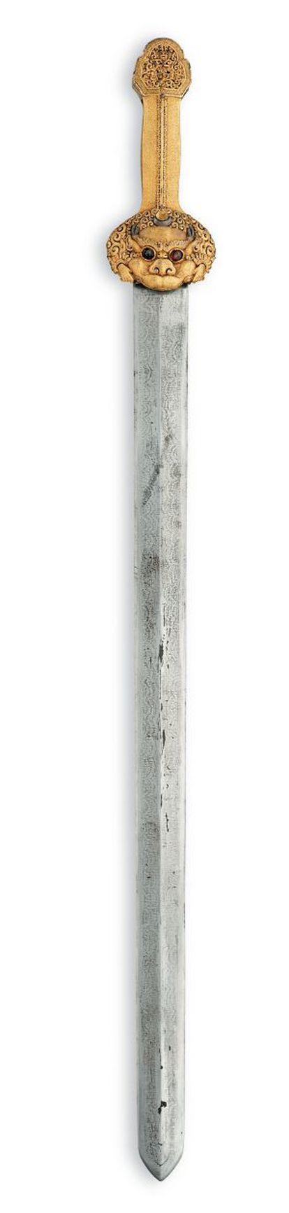 Espada e bainha com inscrições. Em ouro, prata, aço, madeira e couro. Da era Yongle (cerca de 1420).