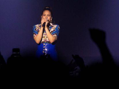A cantora espanhola Rosalía durante um show no Webster Hall de Manhattan, em Nova York.