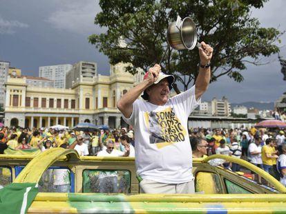 Manifestante, no último dia 13, usa camiseta em defesa do juiz Sergio Moro.