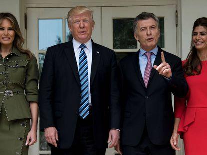 Melania e Donald Trump, ao lado de Mauricio Macri e a mulher, Juliana Awada, na quinta-feira na Casa Branca.
