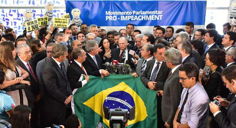 Deputados lançam a frente Pró Impeachment.