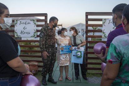 General Barros, chefe da Operação Acolhida em Roraima, acompanha a alta de pacientes com covid-19 em Boa Vista.