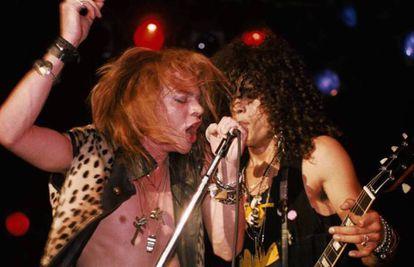 Axl Rose e Slash juraram ódio eterno, mas, contra todos os prognósticos, fumaram o cachimbo da paz. Hoje, trabalham em um novo disco do Guns N' Roses.