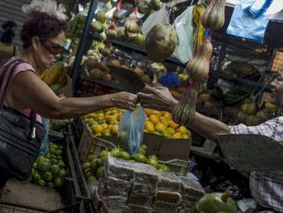 Um mercado popular de Caracas.
