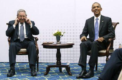 Obama e Castro durante o encontro bilateral.