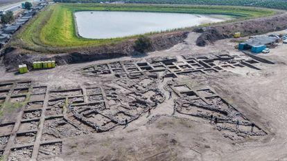Fotografia aérea da escavação em En Esur, megalópole da Idade do Bronze descoberta em Israel.