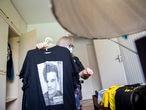 Narli Resende, 63 anos, conhecida por organizar vários atos de apoio à Operação Lava Jato, e chegou a liderar um acampamento montado em frente à Justiça Federal do Paraná, em Curitiba. Em sua casa, na capital paranaense, em dezembro.