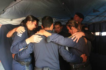 O grupo de teatro da guarda municipal da cidade de Aracaju se prepara antes de uma encenação sobre prevenção da violência e da discriminação.