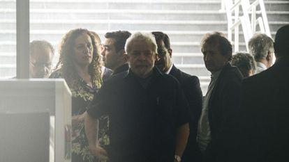 O ex-presidente deixa o aeroporto de Congonhas, em São Paulo.