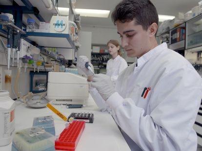 Pesquisadores do Centro Nacional de Biotecnologia (CNB-CSIC) da Espanha, em março.