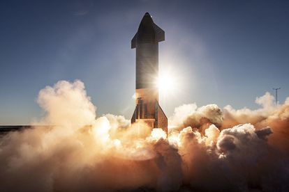 Teste de voo em grande altitude da 'Starship SN8'.