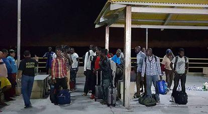 Embarcação com imigrantes do Senegal, Nigéria e Guiana foi resgatada à deriva na costa do Maranhão.