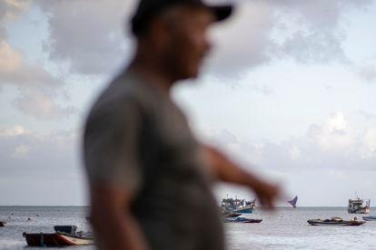 As conquistas pelas quais lutavam os pescadores demoraram a vir. Ao longo dos anos, vários deles foram novamente ao sul e sudeste do país falar com presidentes para cobrar direitos. Conseguiram apenas a aposentadoria e um seguro para os tempos de defeso do peixe ou de ventos fortes, quando fica mais perigoso navegar.